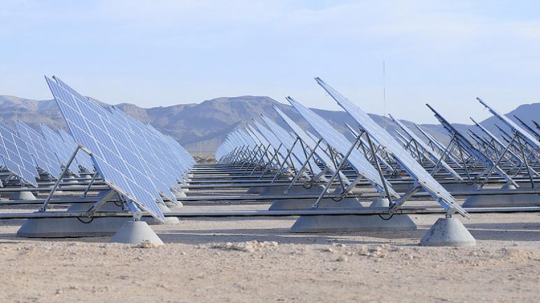 الجزائر تشرع في إنجاز أضخم مشروع للطاقة الشمسية في الصحراء