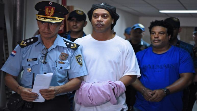 رونالدينيو يخرج من السجن بكفالة كبيرة